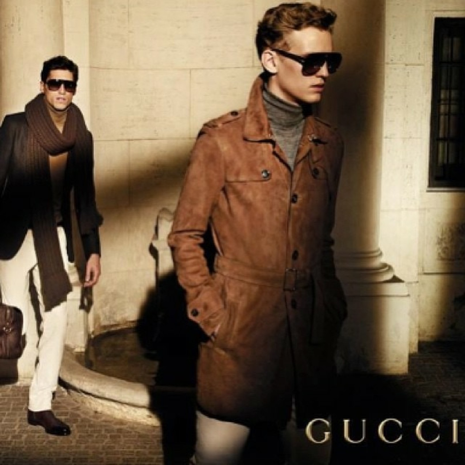 Envelope_gucci_model