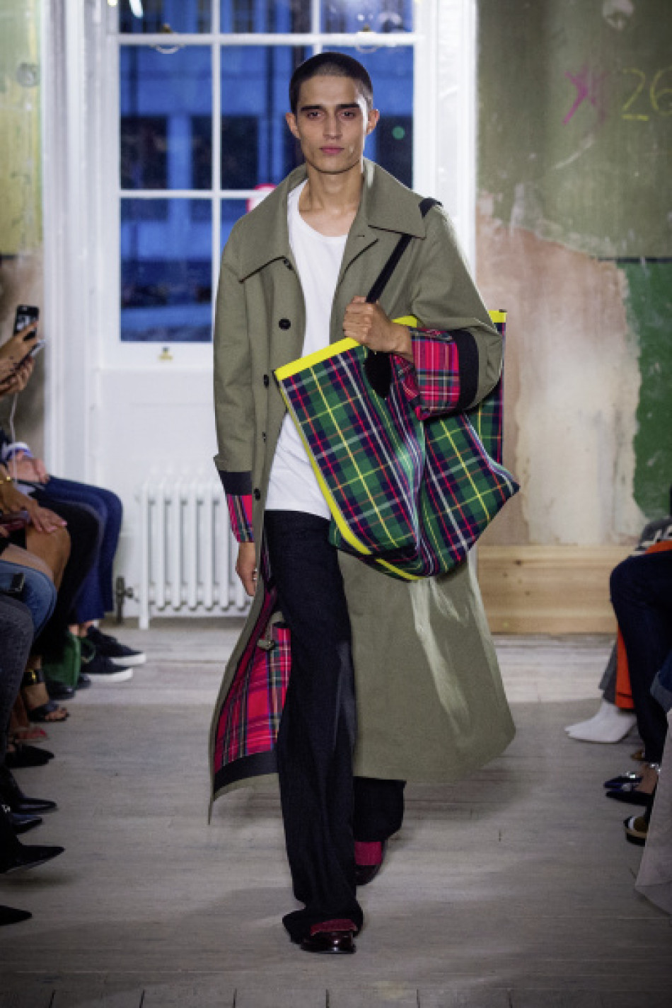 Burberry September 2017 Collection - Look 5