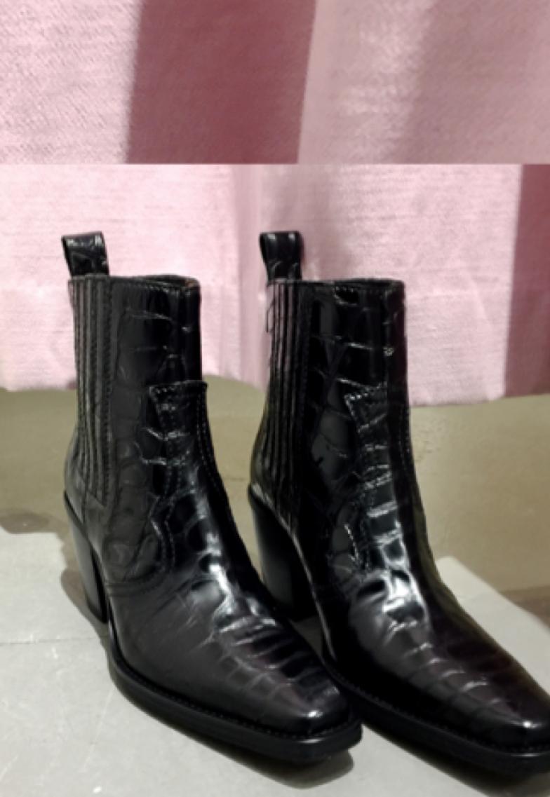 envelope_ganni_boots